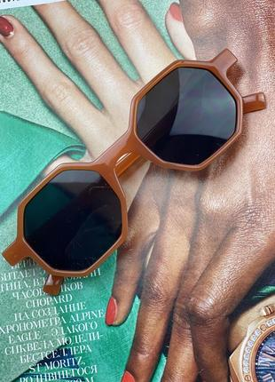 Стильні сонцезахисні окуляри на літо 2021