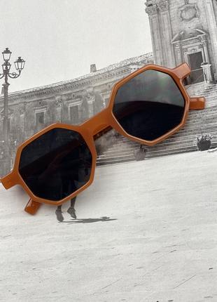 Стильні сонцезахисні окуляри на літо 20217 фото