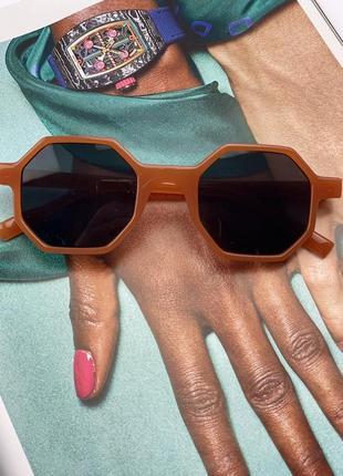 Стильні сонцезахисні окуляри на літо 20216 фото