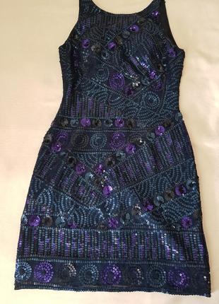 Нарядное платье из натурального шелка расшитого пайетками.