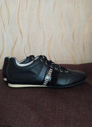 Кожаные черные кроссовки bikkembergs  италия 39 р