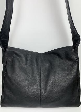 Большая кожаная фирменная обьемная   сумочка на/ через плечо bree.