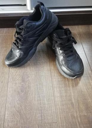Продам кроссовки фирмиы cropp