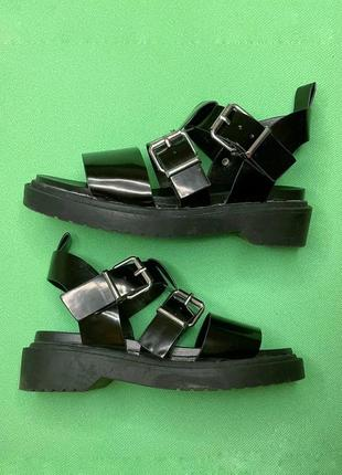 Черные базовые лакированные сандали (босоножки) asos