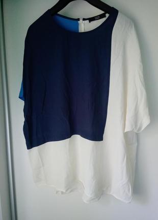Вискозная блуза-футболка оверсайз в блочном стиле
