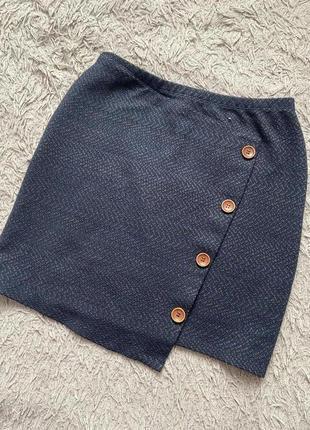 Красивая юбка с  пуговицами на резинке на искос
