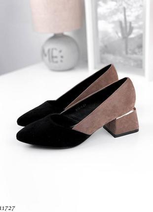 Туфли с острым носком на квадратном каблуке