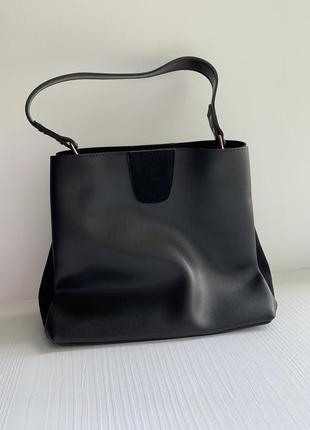 Чёрная сумочка из вставками замша