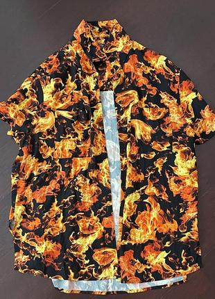 Рубашка принт огонь bershka