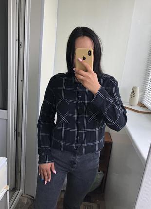 Чёрная базовая рубашка в клетку h&m
