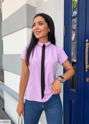 Сиреневая блуза с галстуком