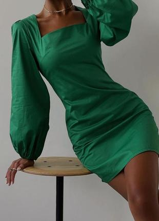 Шикарное платье зеленого цвета
