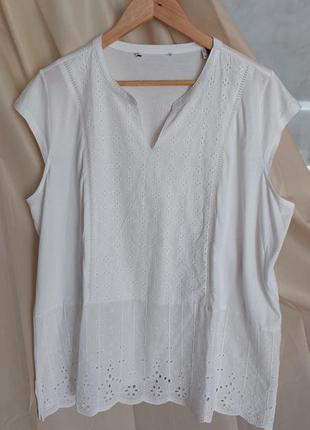 Белая блузка футболка  с вышивкой ришелье батал