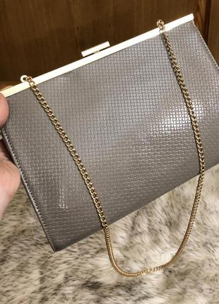 Стильная сумочка,клатч на цепочке,шикарное качество.
