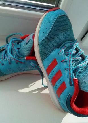 Кроссовки для девочки adidas ,оригинал,33р по стельке 21см