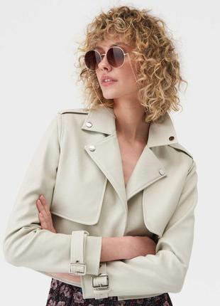 Шикарная универсальная нюдовая кожаная куртка косуха кожанка цвета слоновая кость тренч