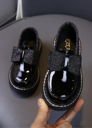 Лаковые удобные туфельки для девочек