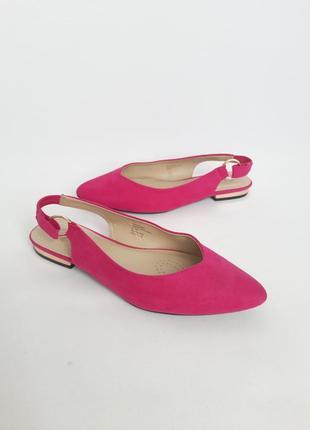 Новенткі туфлі в кольорі фуксії