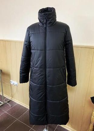 Стильный черный удлиненное пуховик/пальто -синтепух .