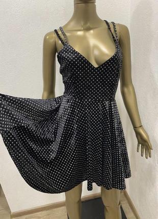 Велюровое бархатное платье с голой спиной в блестках