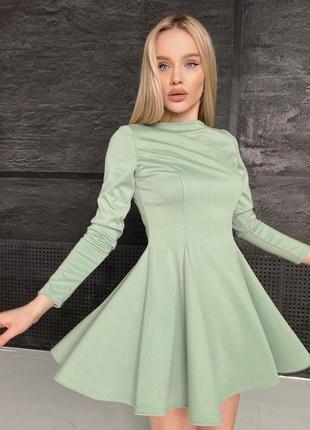 Ментоловое приталенное платье с пышной юбочкой