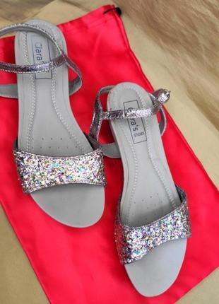 Босоножки сандалии нюд с блёстками на ремешке clarks фирменные оригинал размер 37 38