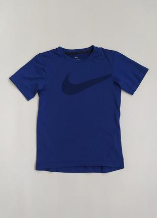 Спортивная футболочка фирмы nike на 8-9 лет