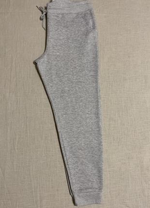 Серые брюки/джогеры на флисе
