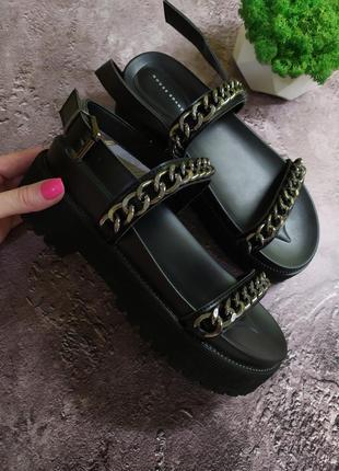 Босоножки женские на толстой подошве с цепями в черном цвете, женские сандалии