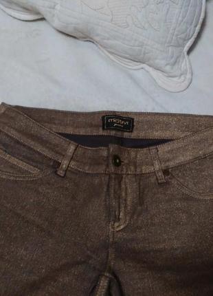 Золотистые джинсы итальянского бренда motivi.