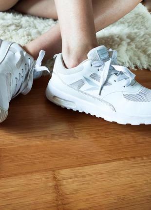 Кроссовки osaga белые. легкие. для зала, бега.