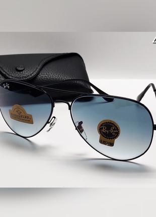 Стильные очки в черной оправе в комплекте с футляром