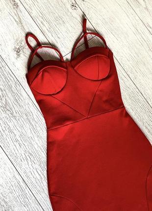 Очень красивое красное платье от prettylittletgings