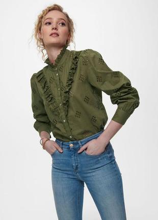 Блуза рубашка с валанами под шею длинный рукав мережка