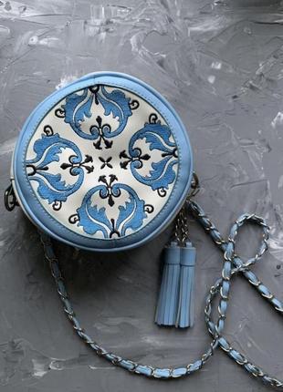 Сумка круглая с вышивкой арабскими узорами летняя с кисточкой