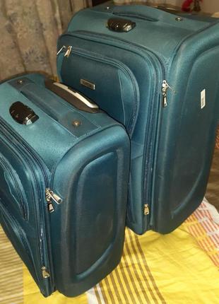 Чемодан на колесах. чемодан дорожный. комплект  чемоданов