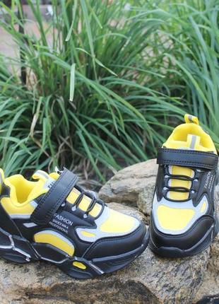 Кроссовки для мальчика яркие и стильные