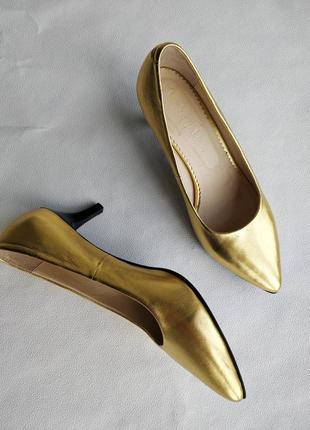 Золотые туфли лодочки натуральная кожа
