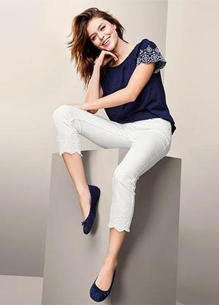 Качественные джинсы  с вышивкой, длина 7/8 от tchibo германия , 44 евро наш 50
