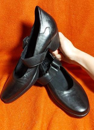 Туфли на каблуке bama 36p черные кожаные