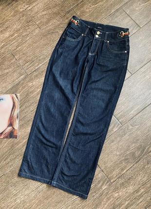 Очень красивые джинсы фасона «широкая нога»