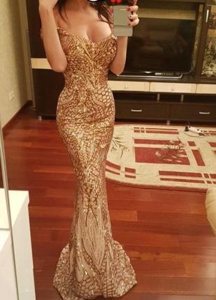 Шикарное вечернее платье золотого цвета