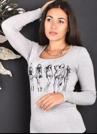 Стильный женский свитерок декорирован пайетками