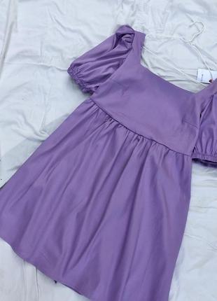 Ніжно лілова сукня з оголеною спинкою з об'ємними рукавами