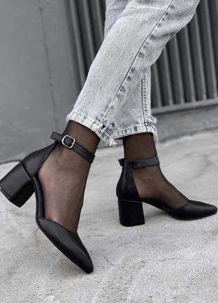 Чёрные туфли на каблуке из натуральной кожи