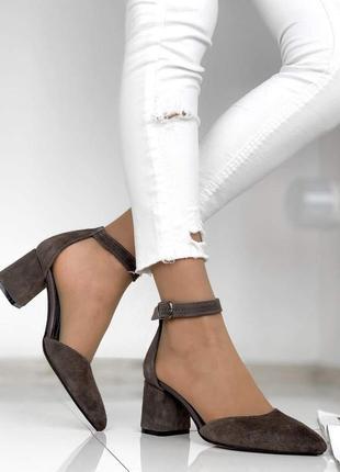 Коричневые туфли на каблуке из натуральной замши