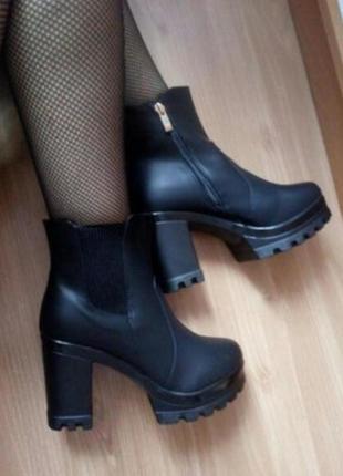 Черные демисезонные ботинки на каблуке 40 размер 25.5 см