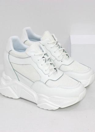 Сникерсы белые  / кроссовки белые на танкетке