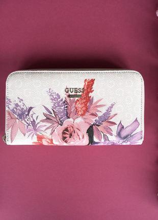 Цветочный бумажник-клатч от guess
