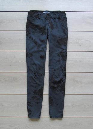 Легкие абстрактные брюки от mac
